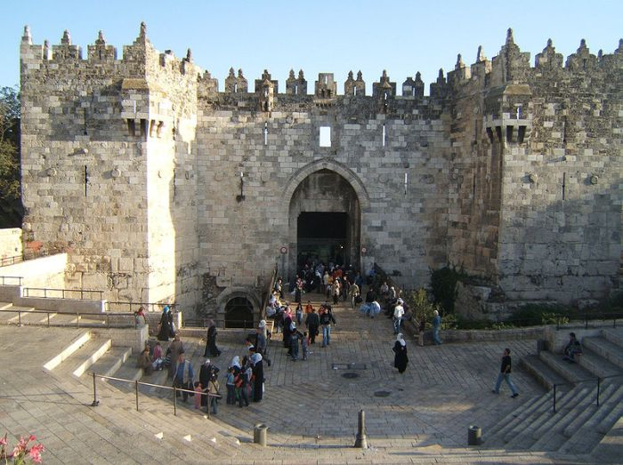 800px-Damascus_Gate_Jerusalem_01.jpg